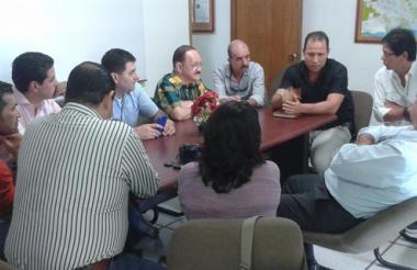 Aspecto de la reunión entre comerciantes y el Distrito.
