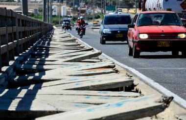 Esta es la primera impresión que se llevan los visitantes que entran a la ciudad por el  puente Pumarejo.