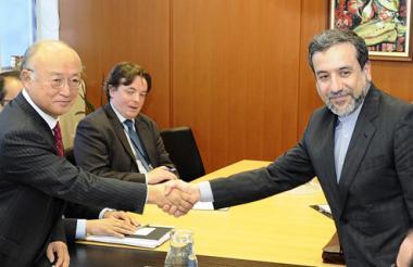 El viceministro de Exteriores iraní, Abás Araqchi, y el director General Internacional de la Agencia Atómica de Energía, Yukiya Amano.