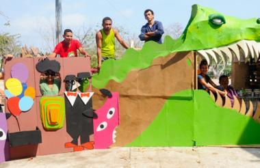 El equipo de trabajo de ¡Fantástico! materializa su imaginación con elementos reciclados.