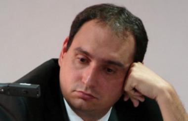 El exsenador del partido de la U, Eduardo Merlano, no quiso realizarse una prueba de alcoholemia en un puesto de control en las vías de Barranquilla. Por la polémica fue destituido por la Procuraduría.