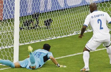 Momento de la jugada del gol de Francia, que Honduras protestó.