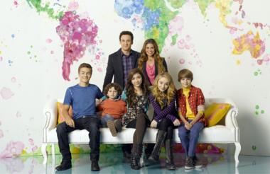 Otros de los actores que participan en la serie son Sabrina Carpenter, Danielle Fishel y Peyton Meyer, entre otros.