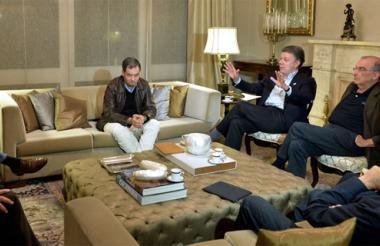 El presidente Juan Manuel Santos junto al equipo negociador.