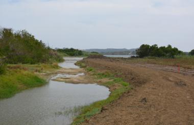 Las obras de desvío fueron realizadas sin contar con licencia ambiental. Además, talaron mangle del sector.