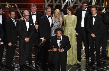 El cineasta mexicano Alejandro González Iñárritu recibiendo el Óscar de mejor director en la 87 edición de los premios de la Academia.