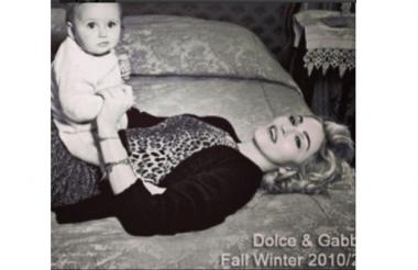 La cantante hizo parte de una campaña de Dolce & Gabanna en 2010.