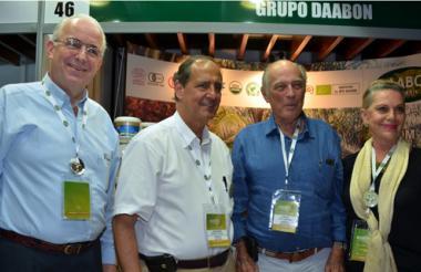 El presidente de Fedepalma, Jens Mesa, junto a Juan C. Restrepo, Alberto Franciso Dávila y su esposa, Carmen Abondano.