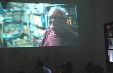 El novelista Ramón Illán Bacca, el 23 de abril en la Biblioteca Meira Delmar, durante el homenaje que le brindaron en el Día del Idioma.