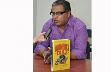 """El periodista Óscar Montes durante el lanzamiento del libro """"Diomedes Díaz, vivir más no pude', en Valledupar."""
