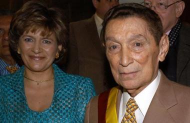 Una de sus últimas fotos cuando aún estaban haciendo vida social en Bogotá. El maestro fue siempre un asiduo visitante y homenajeado del Congreso.