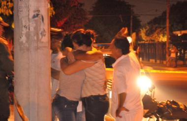 Los familiares del barranquillero Rafael Mendoza, asesinado en la capital del Cesar.