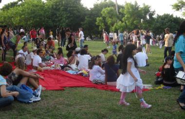 Zona de picnic de la celebración del Día Verde o Día Fuera del Tiempo, en Barranquilla, el año pasado.
