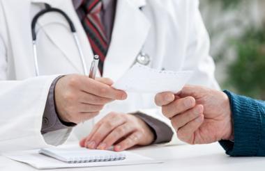 El 56% de los ocupados en los oficios relacionados con la  salud son hombres.