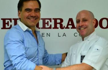 Edwin García, director de mercadeo de Juan Valdez y el chef Mark Rausch.