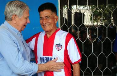 Arturo Fernández, expresidente del Junior, junto a Dacunha.