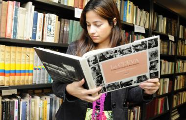 Libros como el de la foto contienen dedicatorias  a Alfonso Fuenmayor.