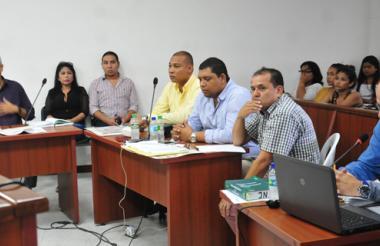 Erika Ordoñez y David Jinete, en la audiencia de imputación de cargos junto al representante de la Procuraduría.