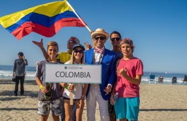 Sofía Loewy (centro) con la delegación colombiana.