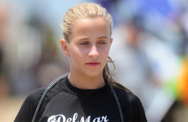 Sofía Loewy, surfista.