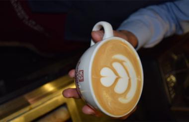 El café actúa como nivelador de glucosa en el cuerpo.