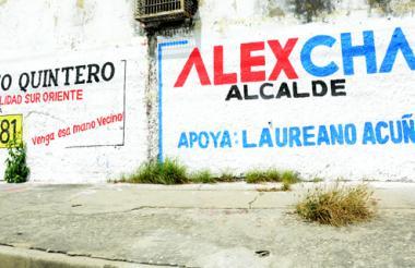 En la carrera 21 con calle 36 están estos murales al parecer pintados por orden de simpatizantes de las campañas.