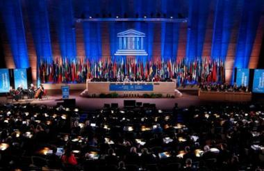 Plano general de la 38º Conferencia General de Organización de las Naciones Unidas para la Educación, la Ciencia y la Cultura (UNESCO) en su sede de París.