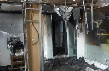 Así quedaron las oficinas de Electricaribe, en Magangué, tras el incendio provocado.