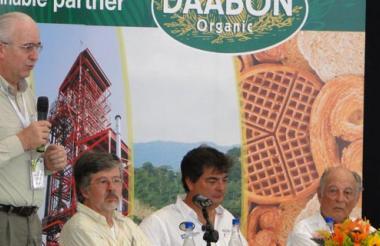 Jens Mesa, pte. Fedepalma; Luis E. Betancourt, Manuel Julián y Alberto Dávila (q.e.p.d.), durante un evento en la C.I. Tequendama de Daabon, en Fundación (Magdalena).