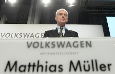 El presidente de la junta directiva de Volkswagen, Matthias Müller, ofrece una rueda de prensa en la sede de la compañía en Wolfsburgo.