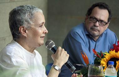 Cristina Duncan y Marco Schwartz, durante la presentación de 'Se escriben cartas de amor y otras historias'.