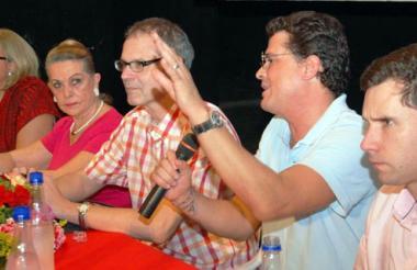 McCausland con Luz P. Moreno, Carmen Abondano, Carlos Vives y Juan Pablo Diazgranados, en octubre 2011.