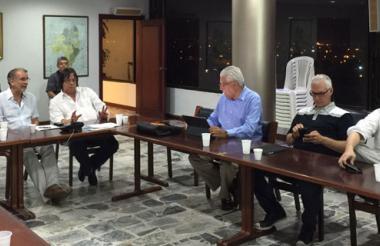 Reunión del gobernador Verano, anoche, con representantes gremiales, previa a la cumbre de hoy.