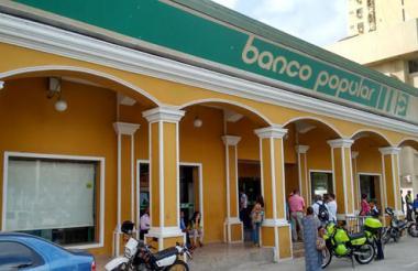 Fachada del Banco Popular de Riohacha.