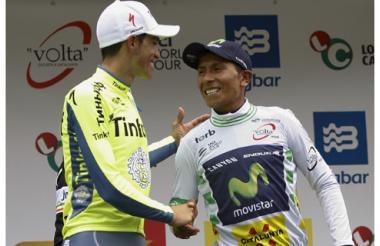 Alberto Contador (i) felicita a Nairo Quintana (d) tras coronarse campeón de la Vuelta a Cataluña.