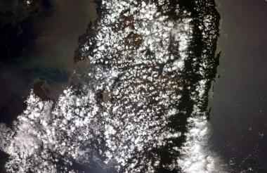 Fotografía tomada desde la Estación Espacial Internacional del Darién, cerca del Golfo de Urabá, localizado al este de la frontera entre Panamá y Colombia.