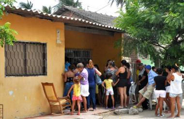 Ayer, varios vecinos se acercaron hasta su vivienda a presentar las condolencias.