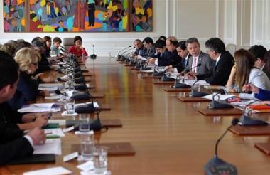 Santos en un consejo de ministros.