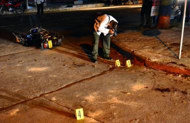En esta esquina del barrio La Magdalena los delincuentes abrieron fuego contra los dos uniformados.