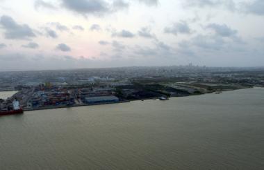 Vista panorámica del canal de acceso a la zona portuaria de Barranquilla.