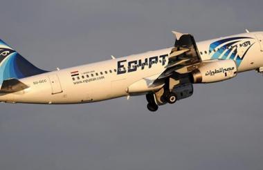 Un avión Airbus A320 de la aerolínea EgyptAir.