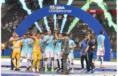 Jugadores del Pachuca celebran tras obtener un nuevo título.