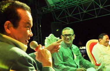 Alfredo Gutiérrez, en el conversatorio con el periodista Fausto Pérez y el compositor Rubén Darío Salcedo.