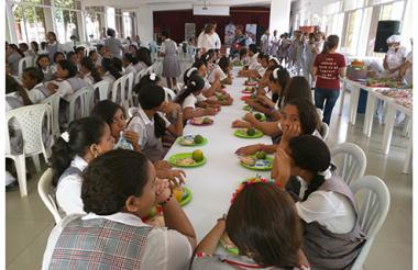 Estudiantes del Atlántico reciben este año alimentos de un nuevo operador.