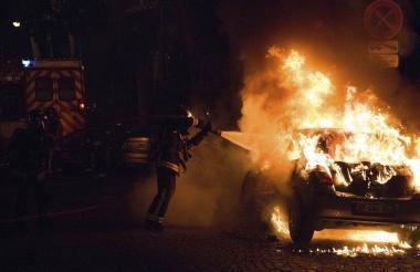 Los disturbios presentados ayer durante la final de la Eurocopa entre Portugal y Francia dejaron daños materiales y un saldo de al menos 50 personas detenidas.
