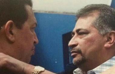 Hugo Chávez junto a su hermano.