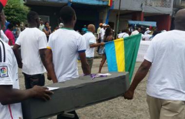 """Chocoanos protestan el día de la independencia por """"abandono estatal""""."""