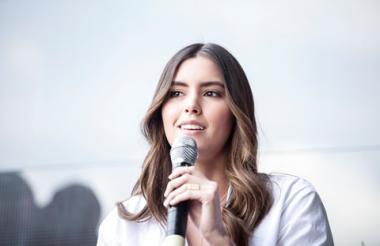 La ex Miss Universo barranquillera Paulina Vega durante la charla que tuvo esta mañana en Colombiamoda.