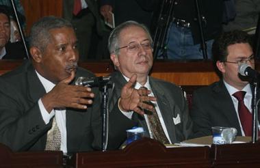 Odín Sánchez Montes de Oca, a la izquierda.