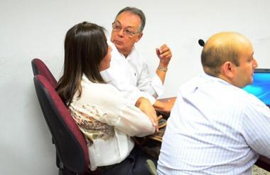 La cirujana Damaris Romero y su abogado en una de las audiencias celebradas en Valledupar.